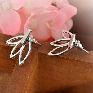 Jewelry - FREE w/2+ Bundle! NWOT Silver Earrings